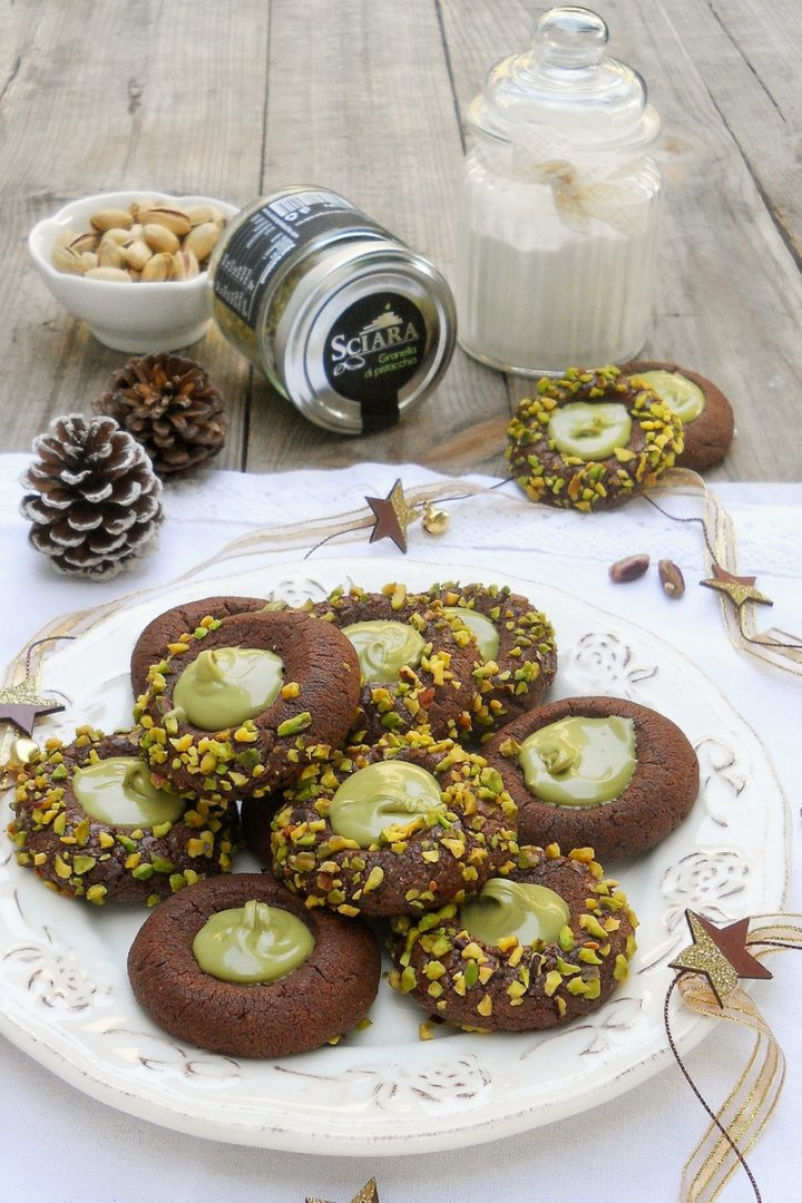 Biscotti al cacao con crema di pistacchio vert