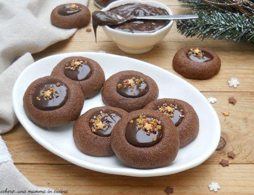 Biscotti al cacao con ganache al cioccolato e caffè