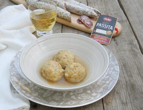 Canederli tirolesi in brodo con salsiccia passita Clai