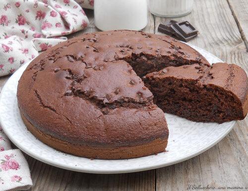 Torta soffice al cioccolato e panna montata