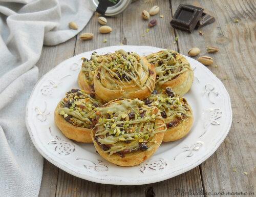Girelle di pasta sfoglia al pistacchio