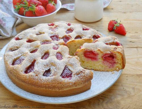 Torta soffice alle fragole e panna