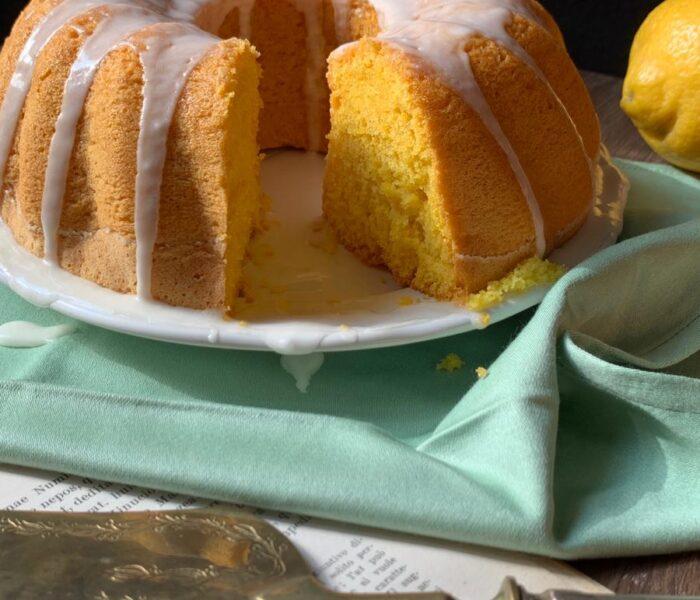 Ciambellone soffice all'acqua: una torta leggera per la colazione