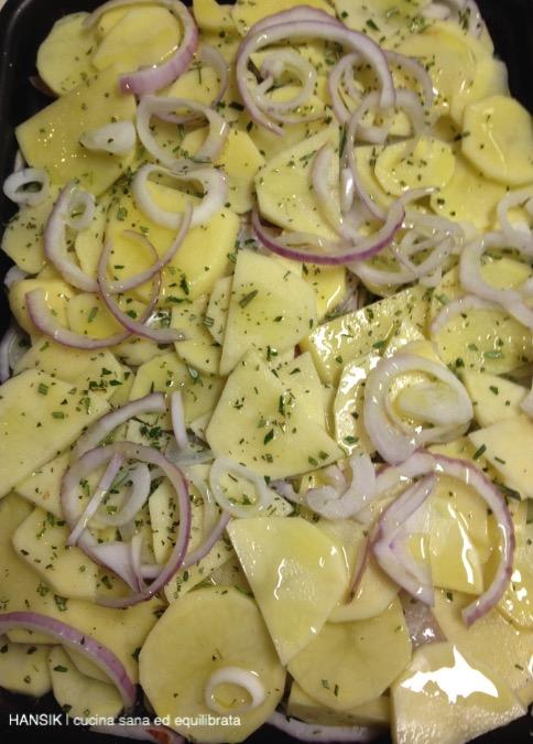 Filetti di orata al forno con patate e cipolla