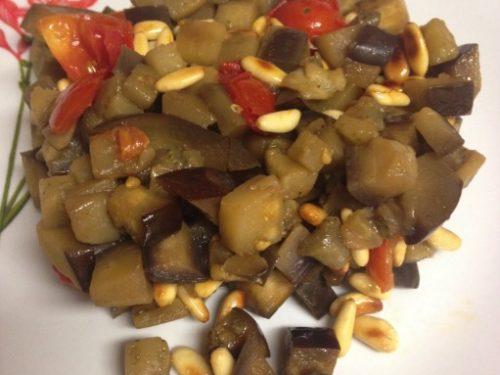 Melanzane con pinoli tostati e pomodorini, (a funghetto)