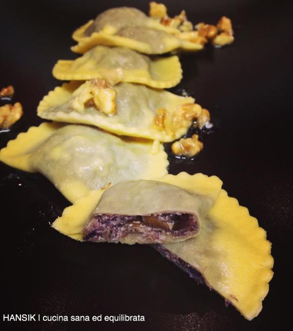 Tortelloni al radicchio rosso e speck con burro e noci