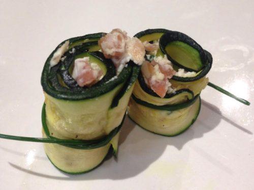 Involtini o rotolini di zucchine con robiola e speck