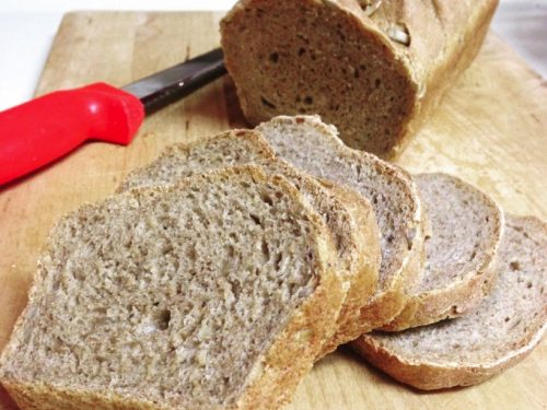 Pane di segale e farro con semi misti