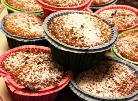 Muffin con gocce ai frutti di bosco