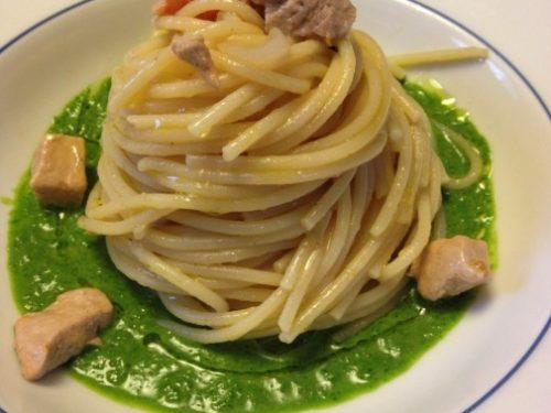 Spaghetti al tonno fresco e pomodorini con salsa alla rucola