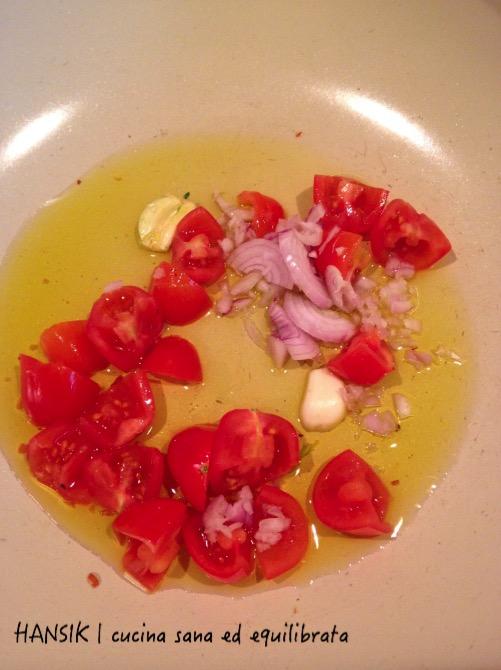 Spaghetti al tonno fresco e pomodorini su crema liquida alla rucola