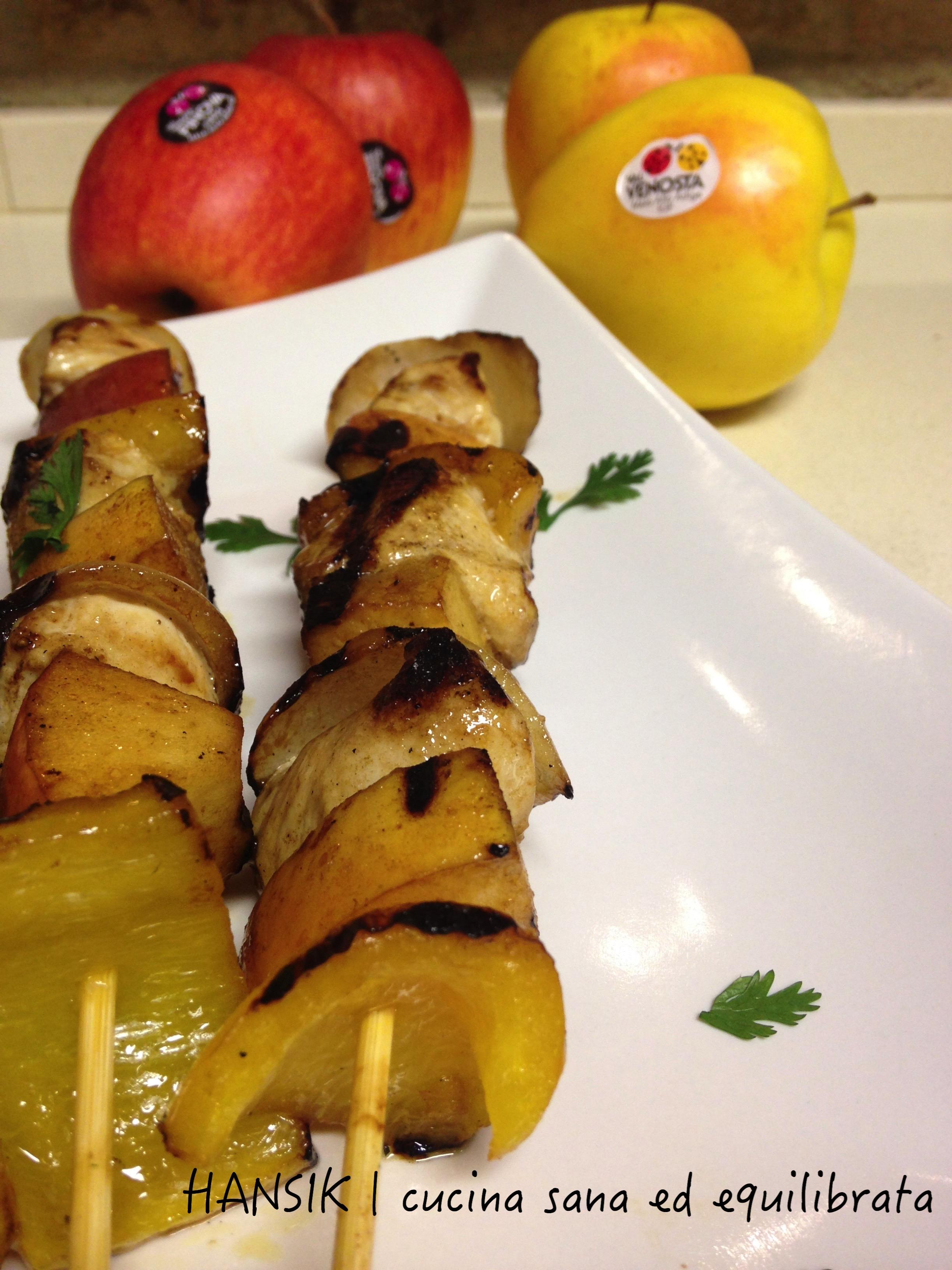 spiedini di pollo mele e verdure