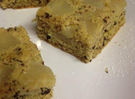 Torta di grano saraceno e riso con pere e cioccolato senza glutine, senza lattosio