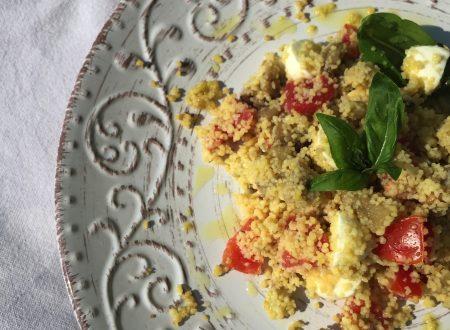 Cous cous di mais con melanzane pomodorini mozzarelline e basilico, super estivo