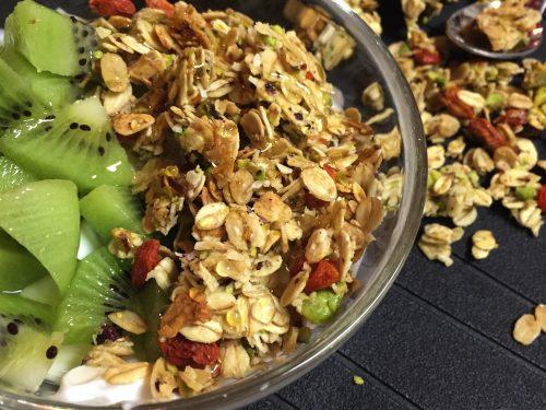 Granola di pistacchi cocco e bacche di goji fatta in casa