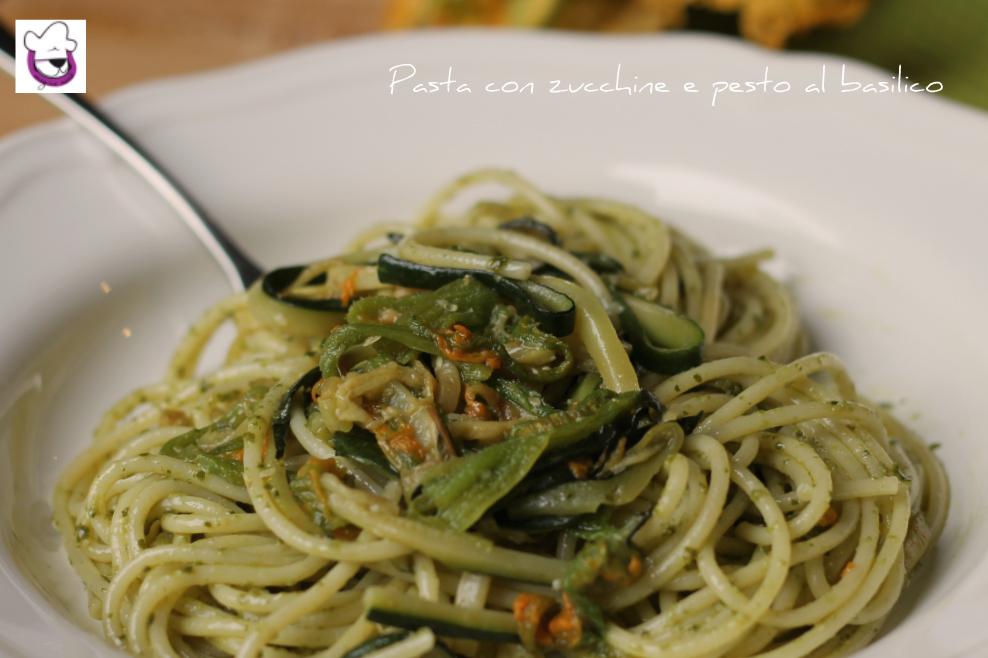Pasta e zucchine al pesto