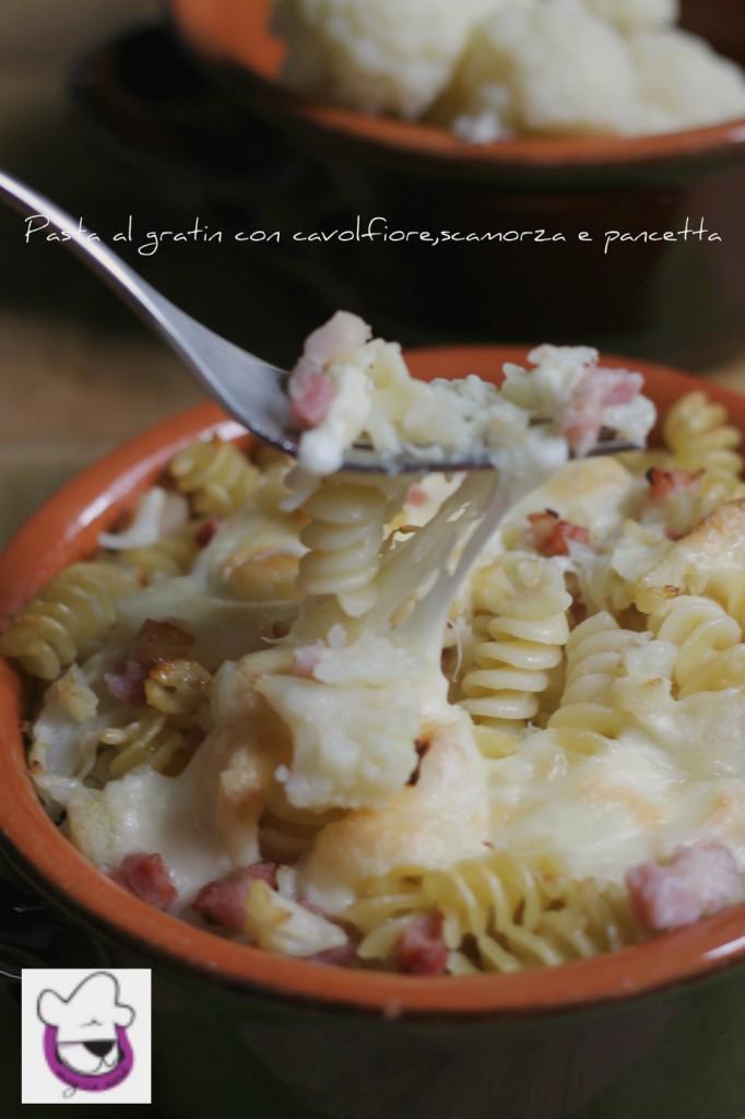 Pasta al gratin con cavolfiore, scamorza e pancetta bis