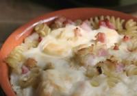 Pasta al gratin con cavolfiore, scamorza e pancetta