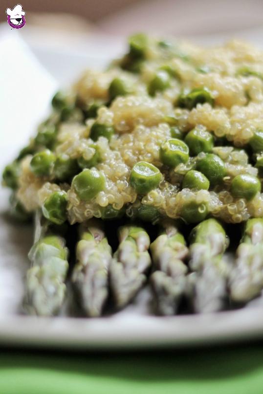 Quinoa con aspargi, piselli e zenzero