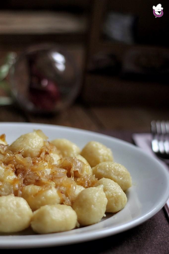Gnocchi ripieni di gorgonzola con cipolle caramellate