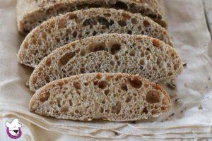 Pane integrale con semi con lievito madre