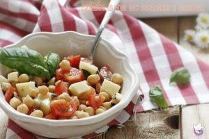 Insalata di ceci con pomodorini e scamorza