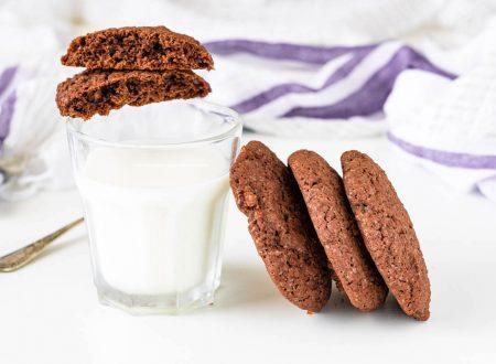 Biscotti al cacao e frutti rossi, ricetta dolce