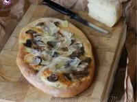 Pizza con funghi misti e Tartufino del Mugello