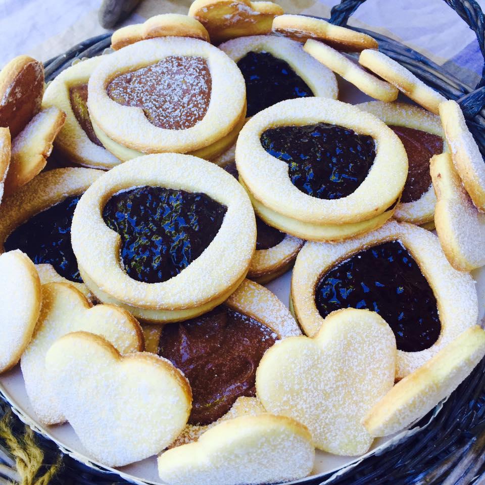 Biscotti farciti di pasta frolla