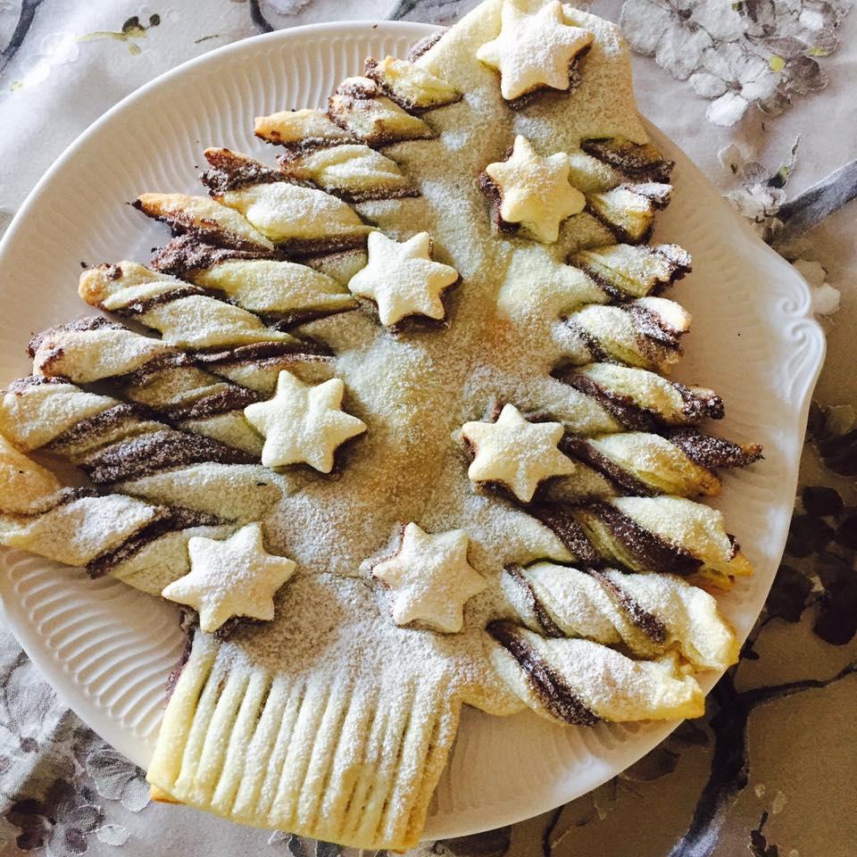 Albero dolce di pasta sfoglia e nutella