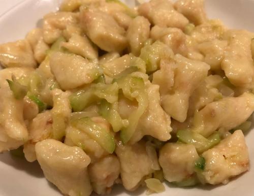 Gnocchi salmonati con zucchine