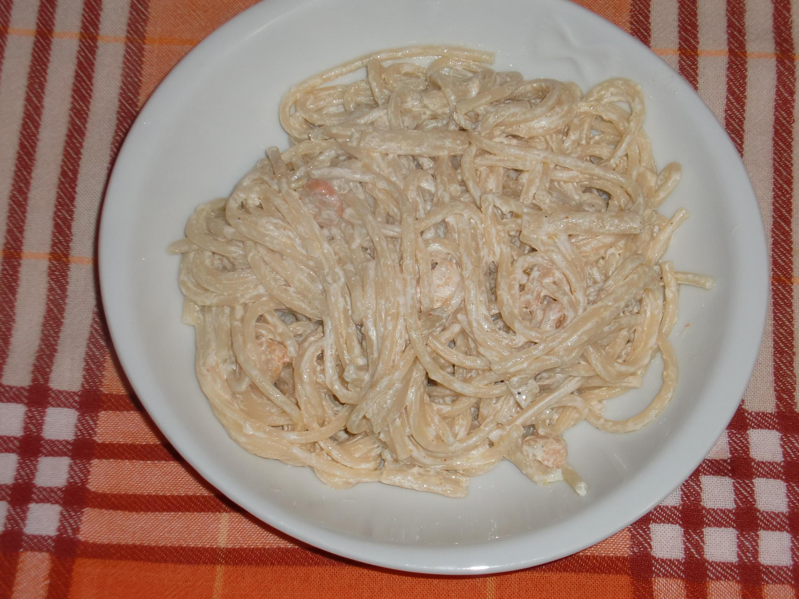 Spaghettata con asparagi, panna e gamberetti