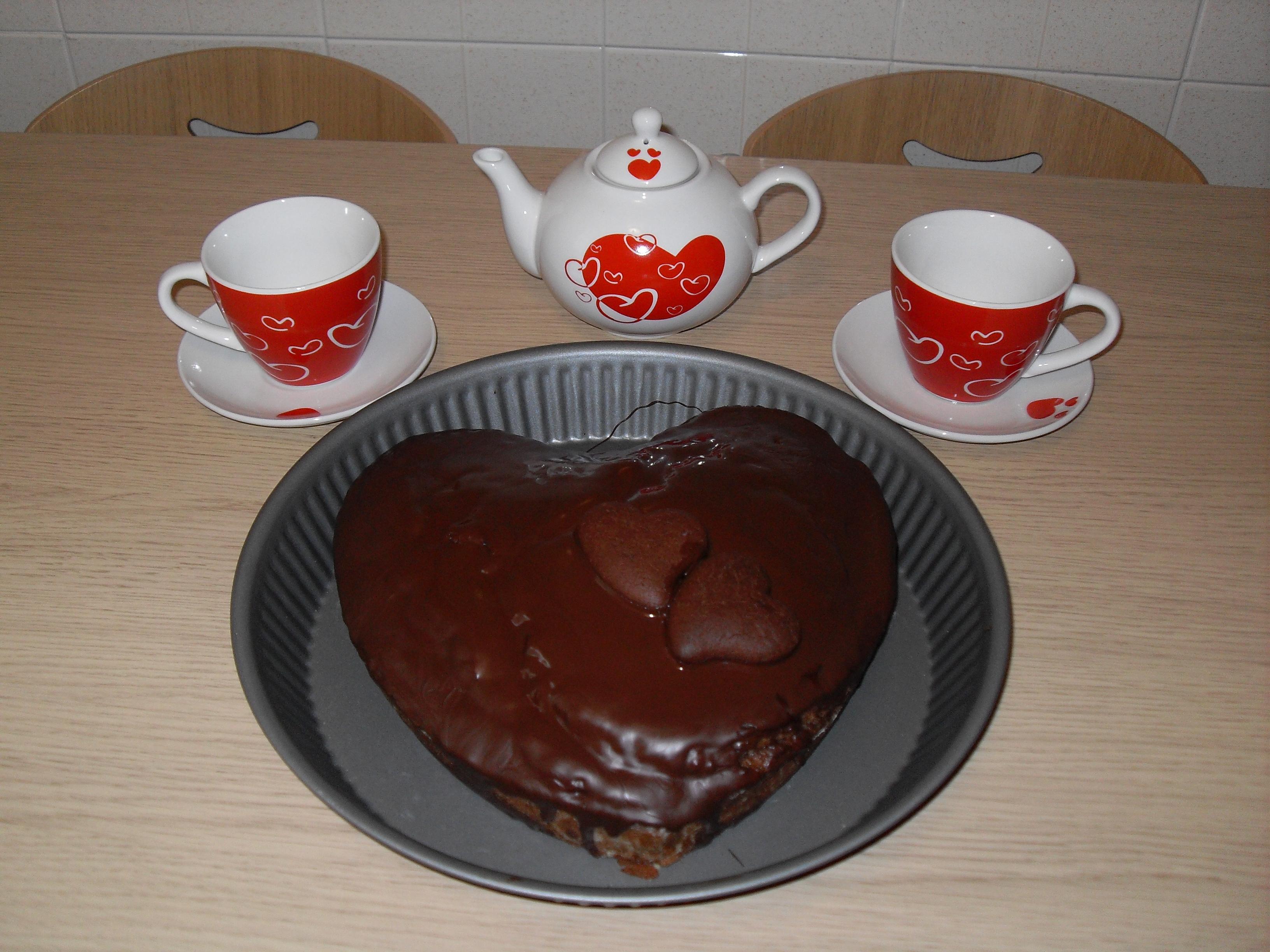 Torta a cuore con glassa al cioccolato