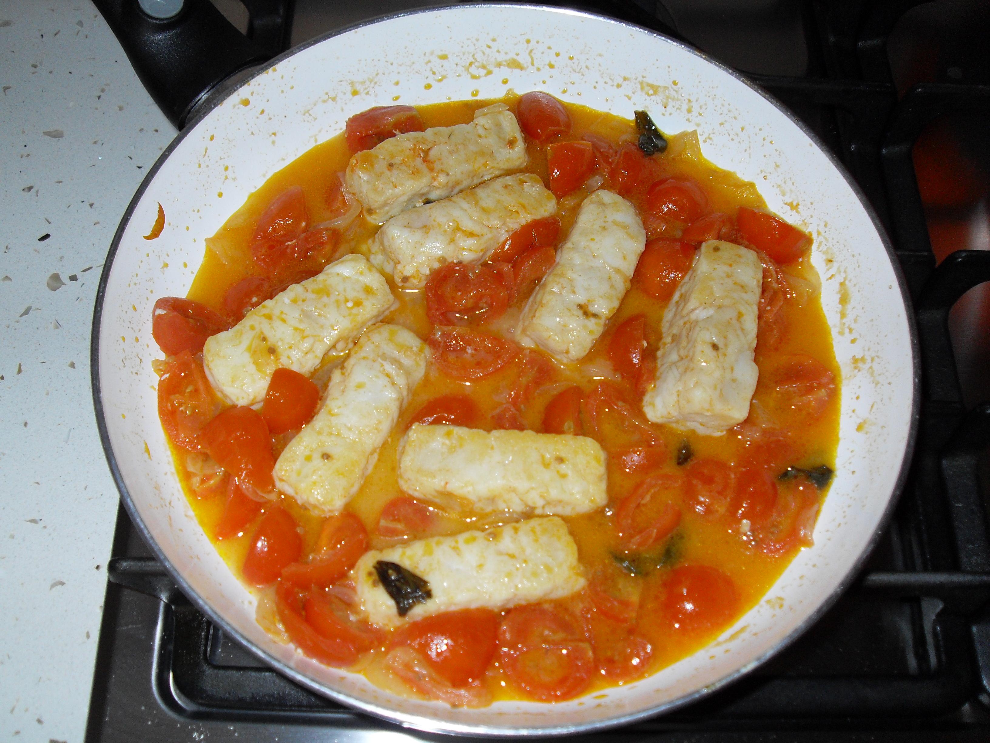 Ricetta nasello con pomodorini for Cucinare nasello