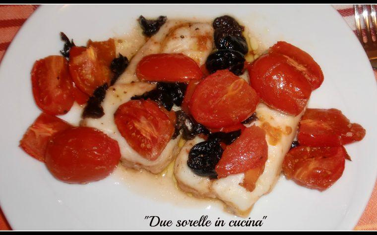 Filetto di merluzzo con pomodorini pachino ed olive nere taggiasche