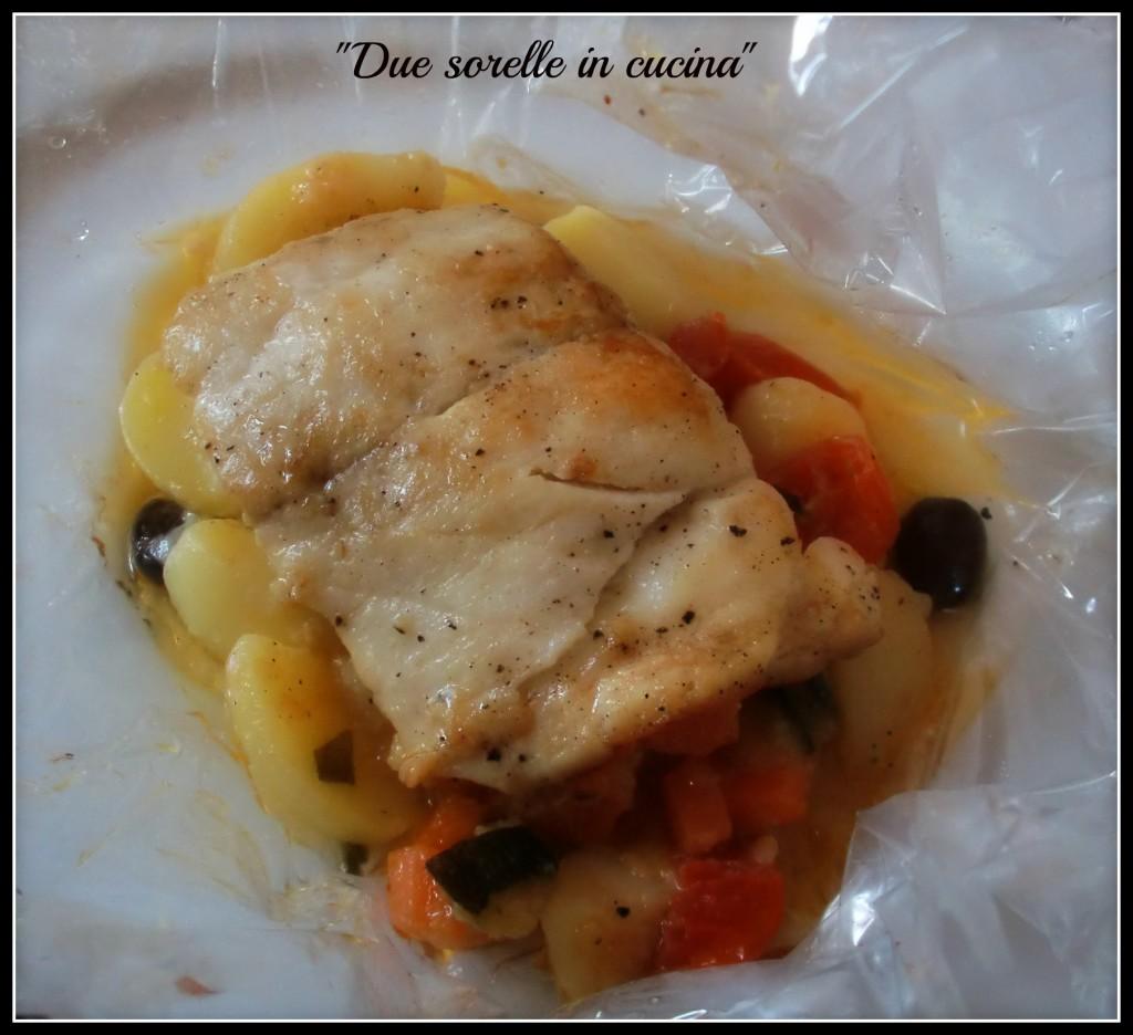 Filetto di branzino su letto di patate e verdure due - Pesce su letto di patate ...