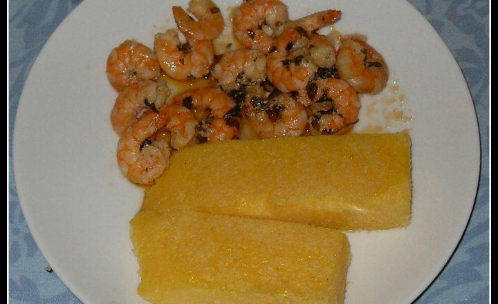 Code di gamberi con polenta