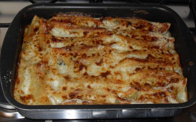 Cannelloni ripieni di ricotta, spinaci e mortadella