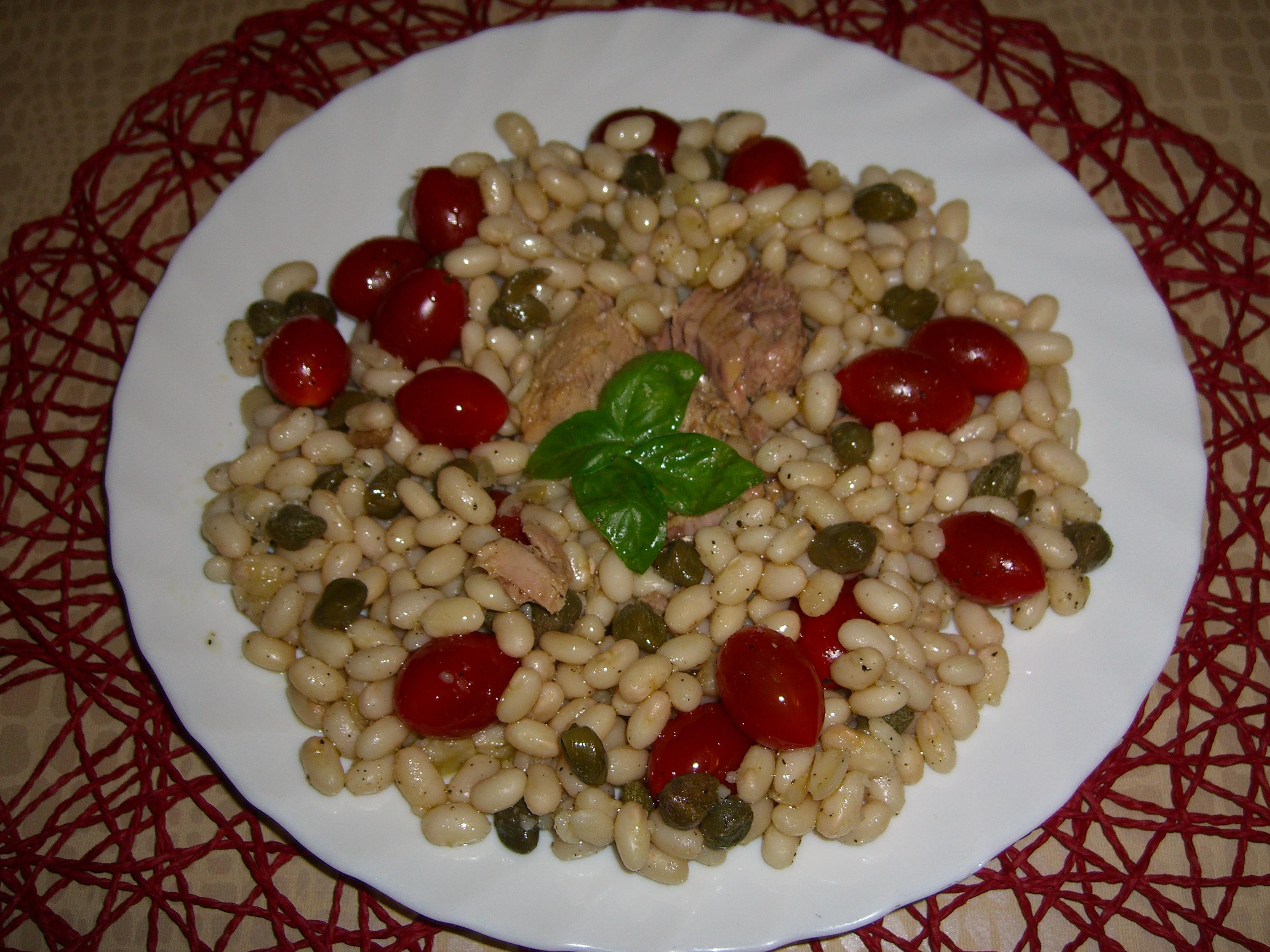Contorno sano, leggero e nutriente: fagioli tondino con tonno, pomodorini e capperi