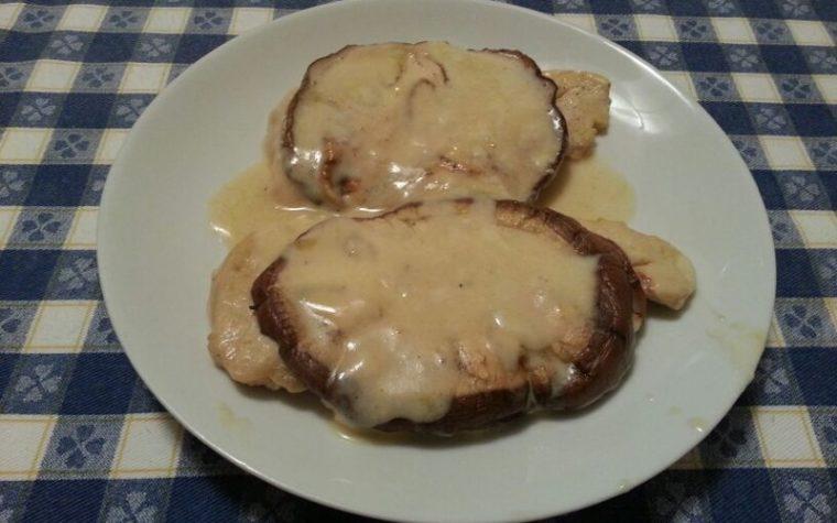 Bistecche di pollo con melanzane alla griglia e sottilette light