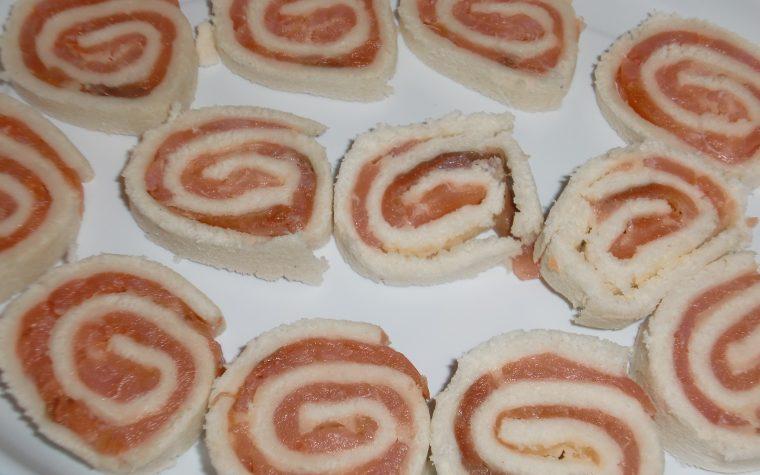 Rotolini al salmone – ricetta finger food