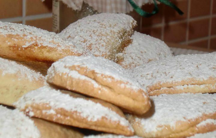 Biscottini di pasta frolla con cuor di marmellata