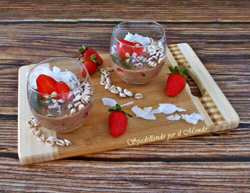 Crema Fit al cioccolato con Fragole e Cocco