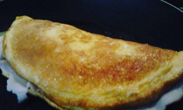 Omelette prosciutto cotto e formaggio