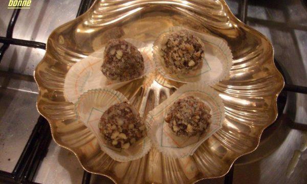 Tartufi di crema di riso con cioccolato e granella di mandorle