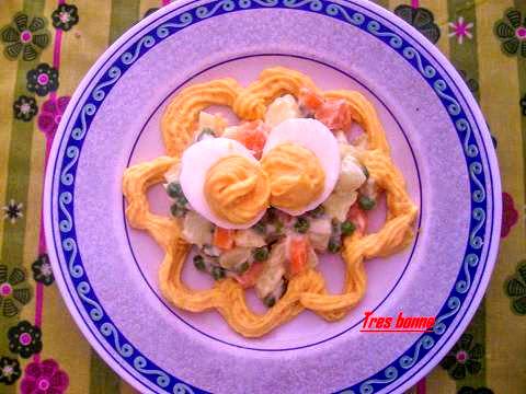 Insalata russa con salsina e uova