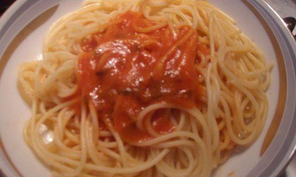 Spaghetti al sugo di pesce