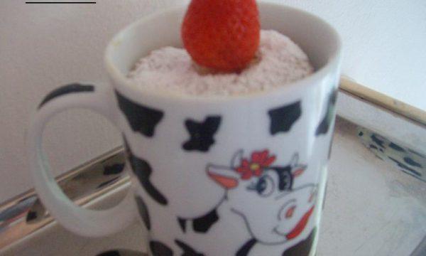 Muffin fragola nella tazza