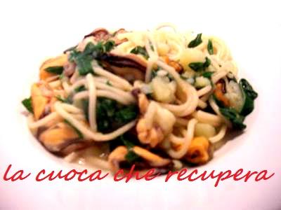 Spaghetti con cozze rucola