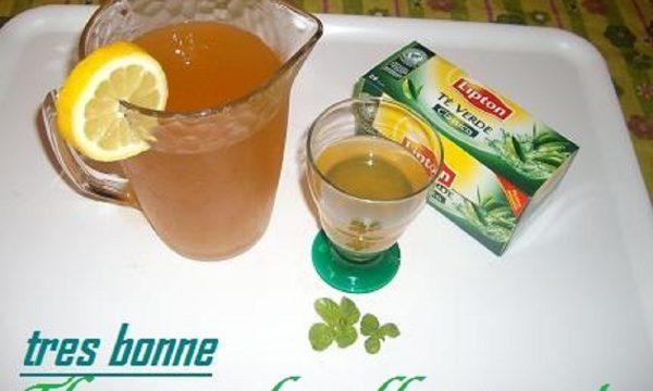 Bevanda the verde alla menta preparato senza far bollire l'acqua
